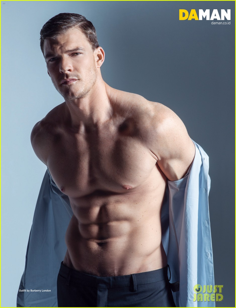 alan ritchson bares ripped shirtless body for da man magazine 01