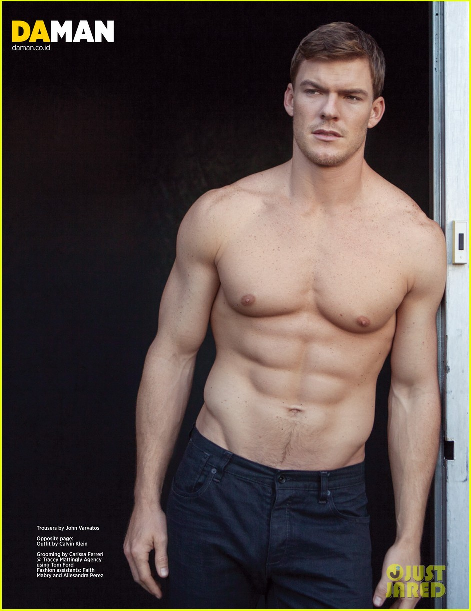 alan ritchson bares ripped shirtless body for da man magazine 033003569