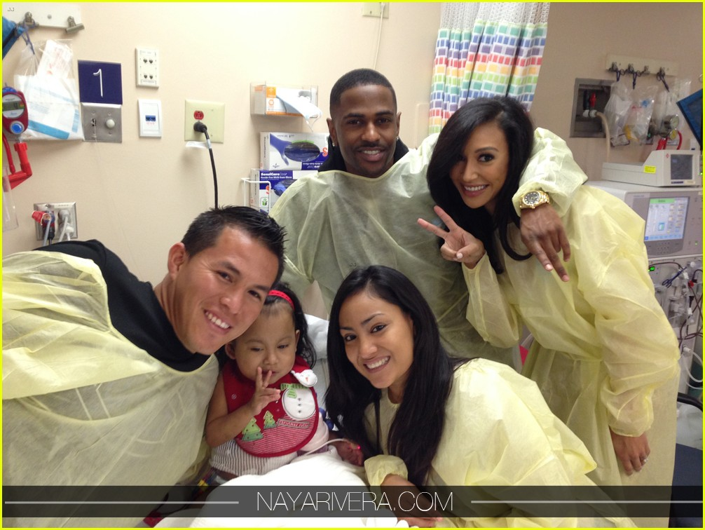 naya rivera visit childrens hospital with fiance big sean 033018524