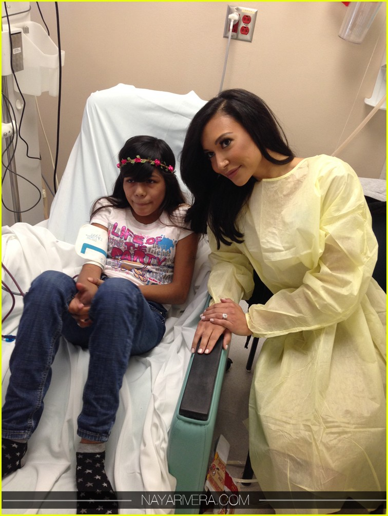 naya rivera visit childrens hospital with fiance big sean 043018525