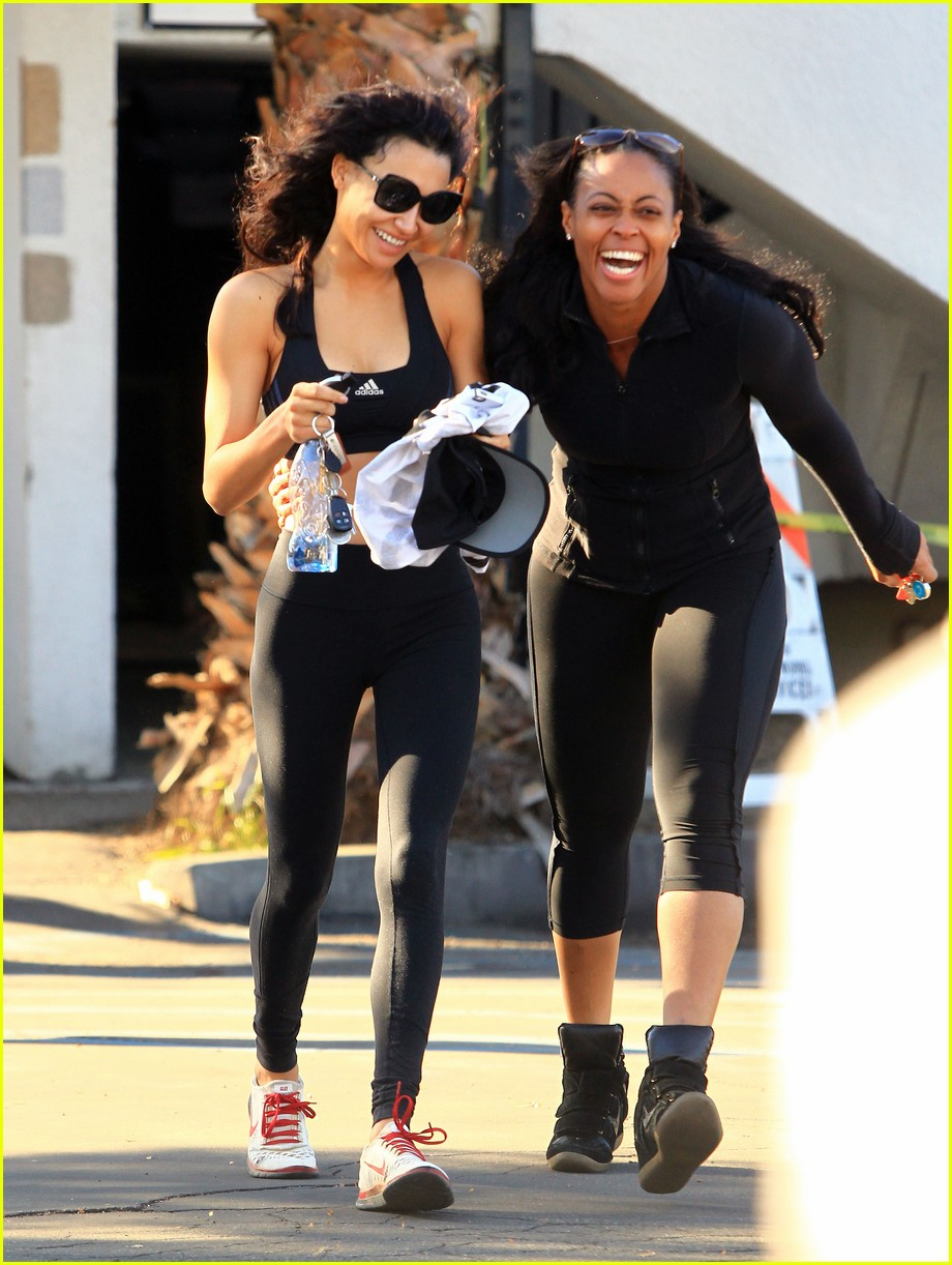 naya rivera bares toned tummy for gym workout 14