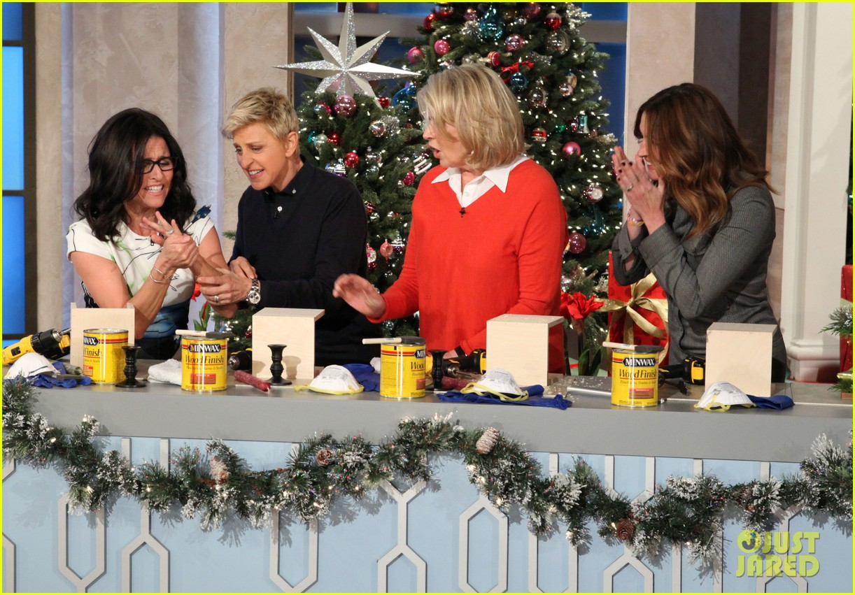 julia roberts co hosts ellen makes crafts with martha stewart 023014269