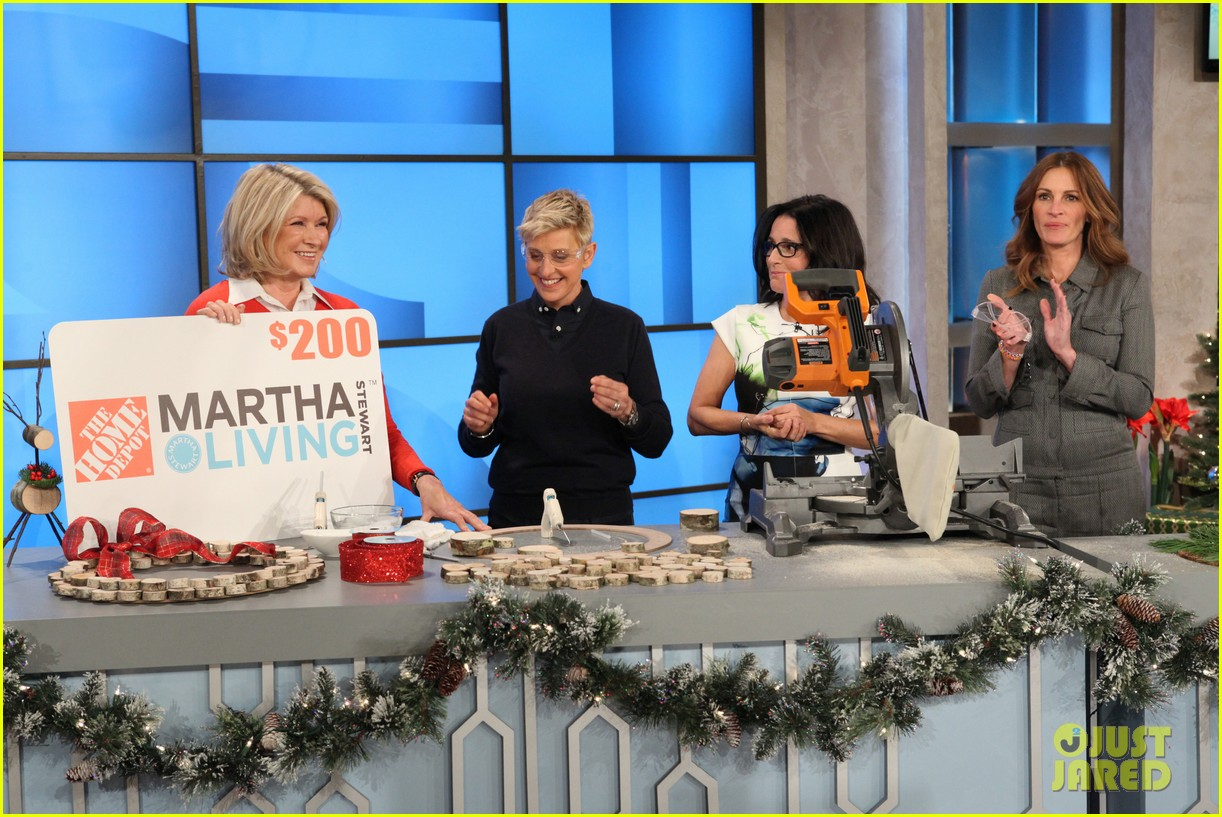 julia roberts co hosts ellen makes crafts with martha stewart 073014274