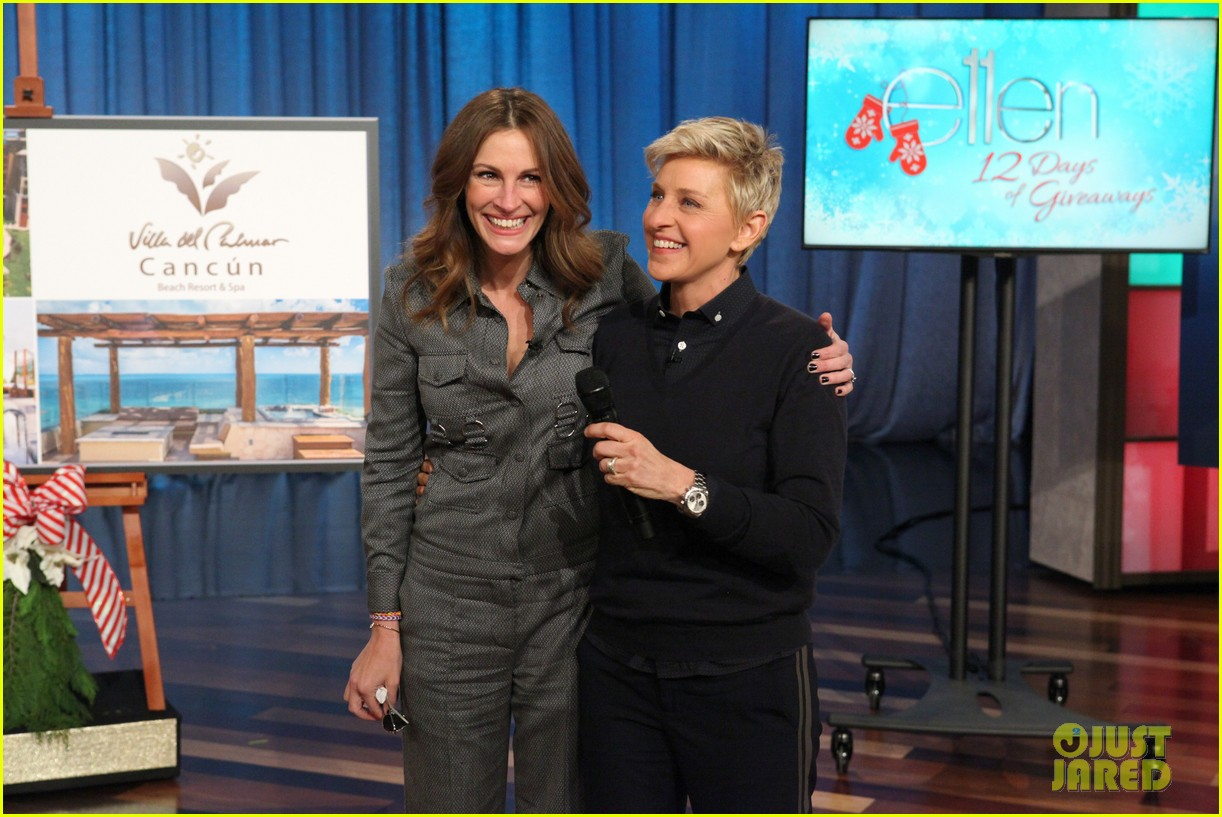 julia roberts co hosts ellen makes crafts with martha stewart 083014275