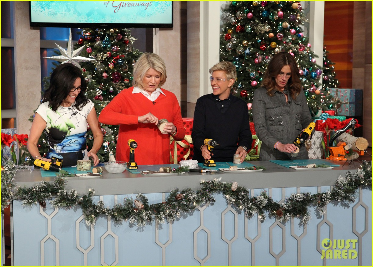 julia roberts co hosts ellen makes crafts with martha stewart 093014276
