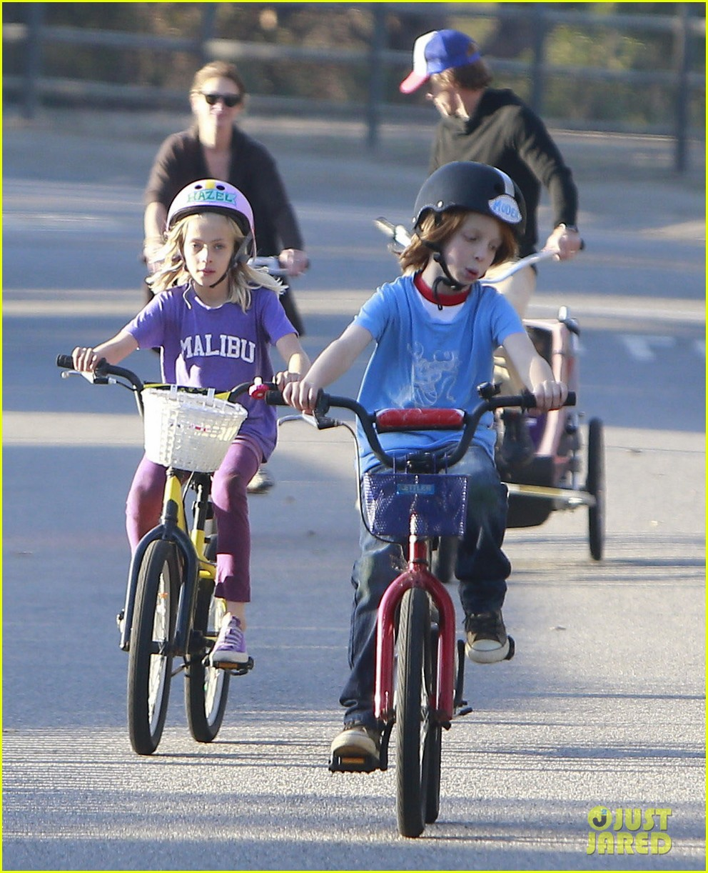 julia roberts family bike ride with the kids 053016431