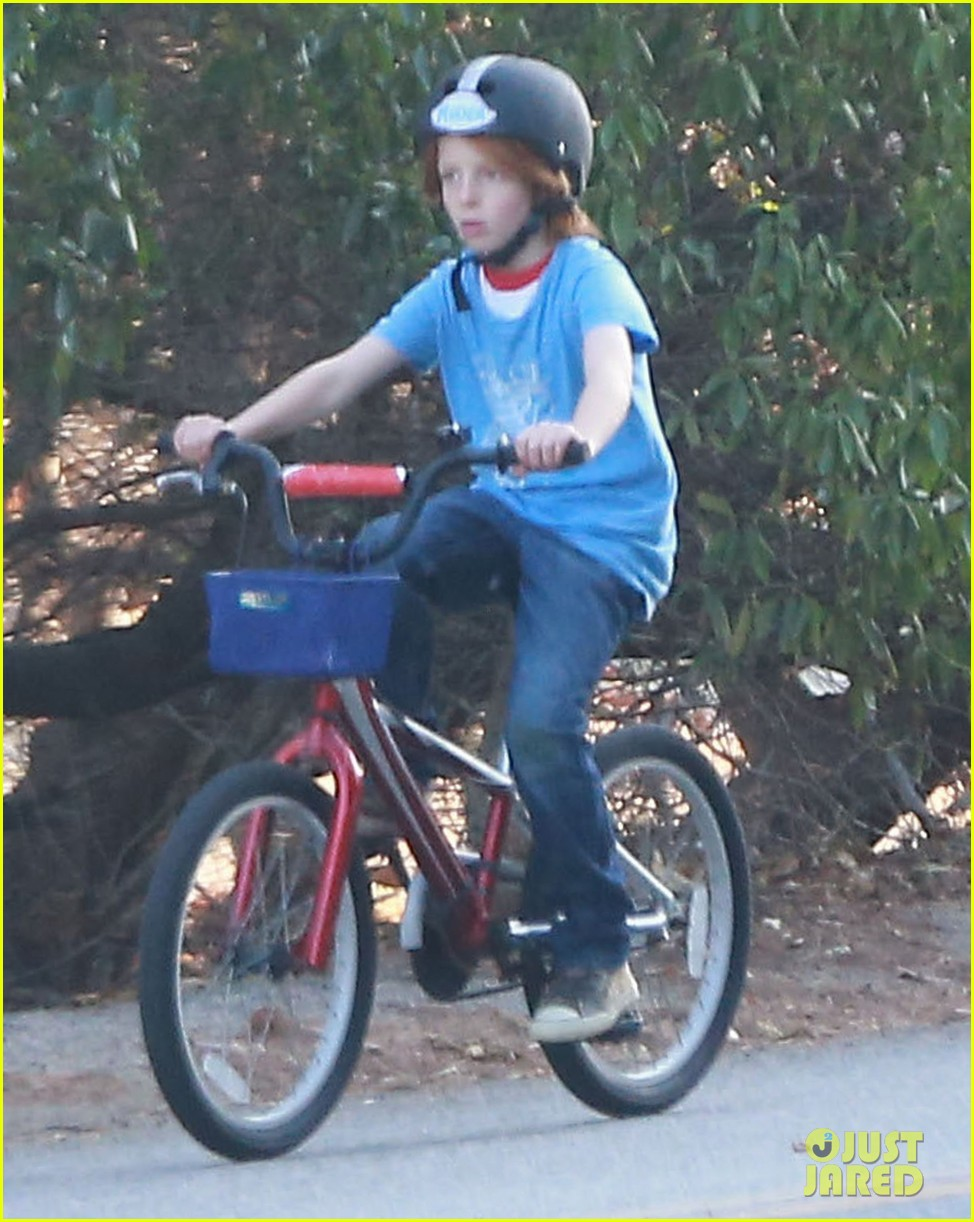 julia roberts family bike ride with the kids 063016432