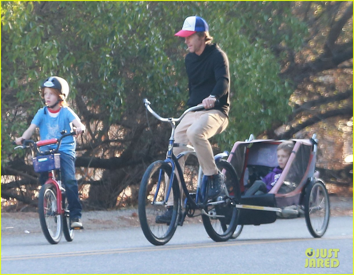 julia roberts family bike ride with the kids 083016434
