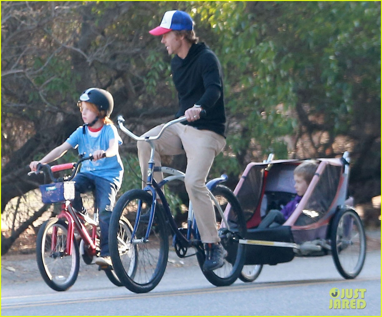 julia roberts family bike ride with the kids 093016435