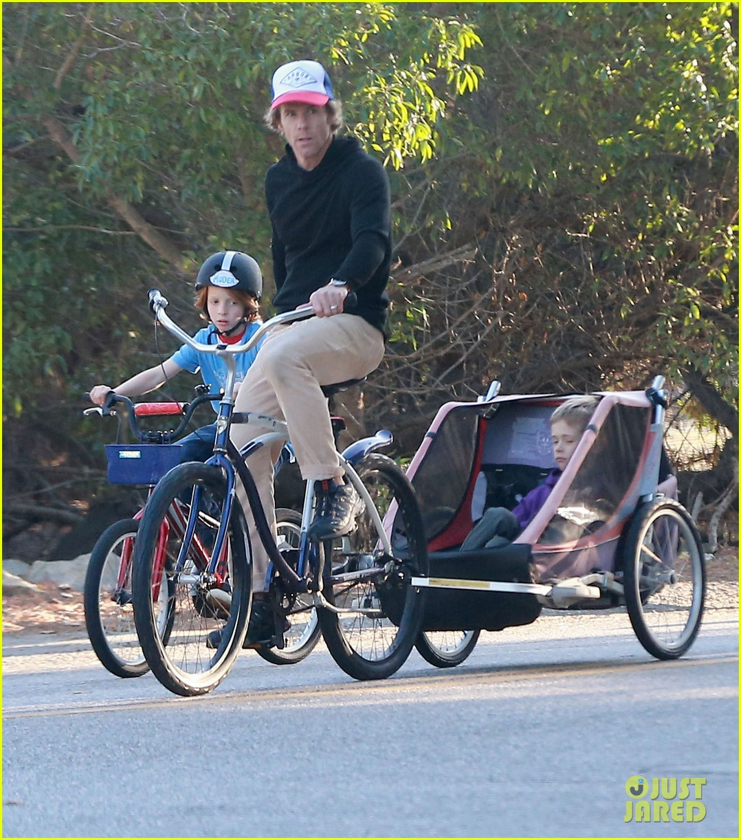 julia roberts family bike ride with the kids 113016437