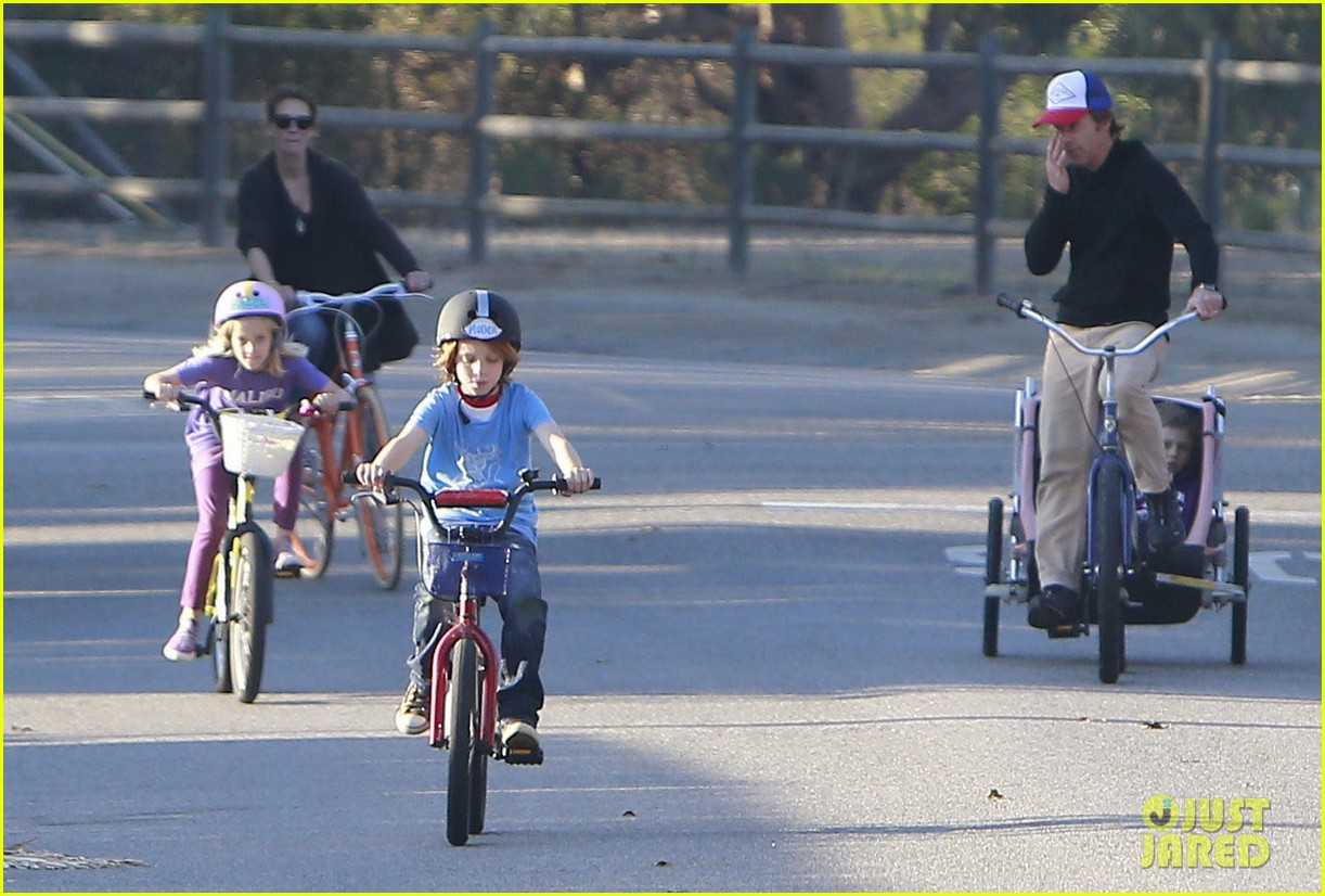 julia roberts family bike ride with the kids 173016443