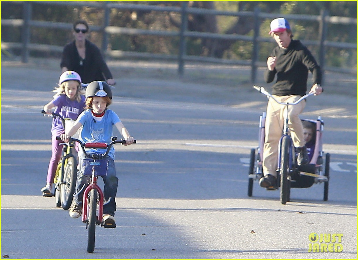 julia roberts family bike ride with the kids 183016444