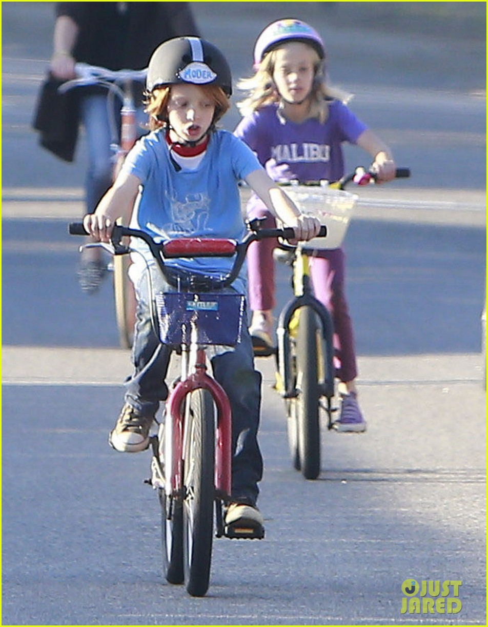julia roberts family bike ride with the kids 193016445