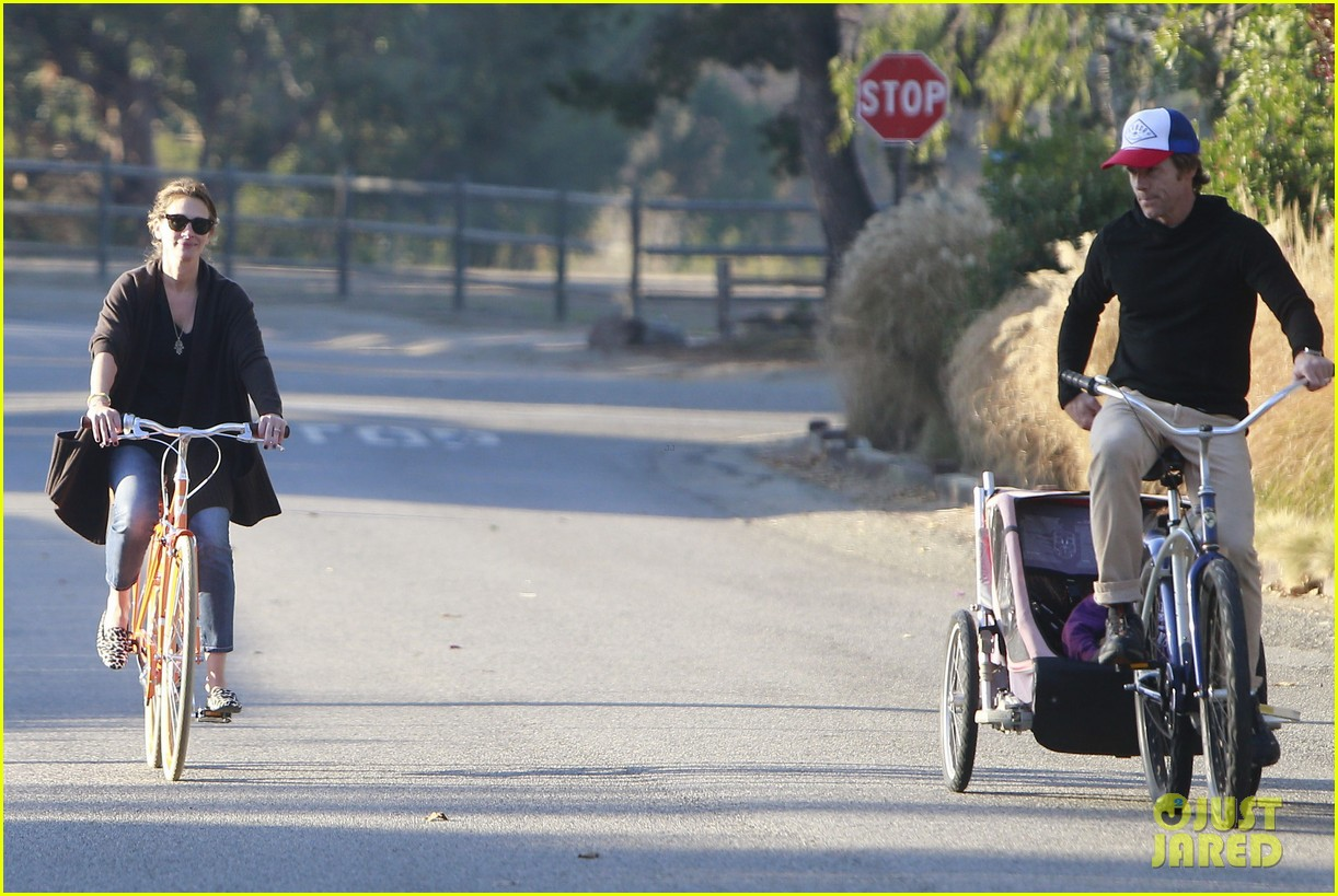 julia roberts family bike ride with the kids 243016450