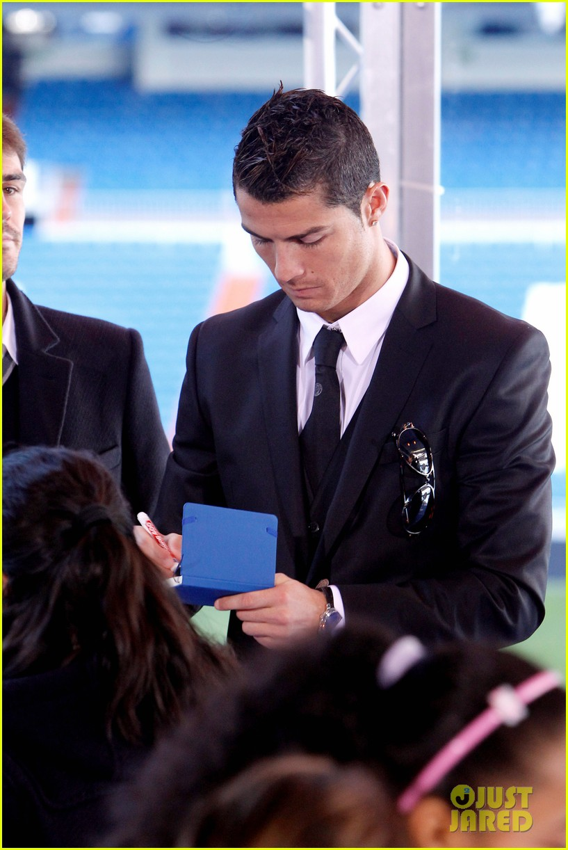 cristiano ronaldo one toy one hope charity event 033013573