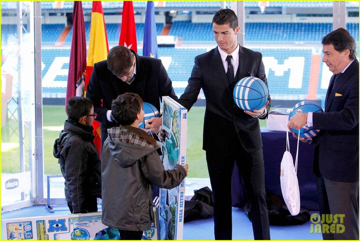 cristiano ronaldo one toy one hope charity event 043013574