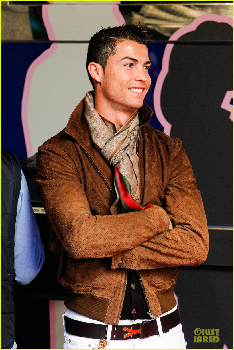 cristiano ronaldo wax figure unveiling in madrid 02