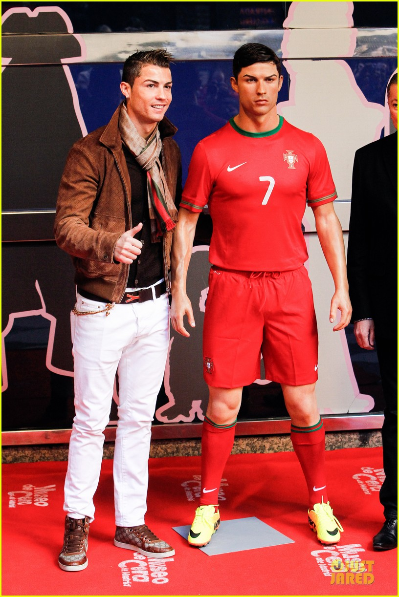cristiano ronaldo wax figure unveiling in madrid 073007376