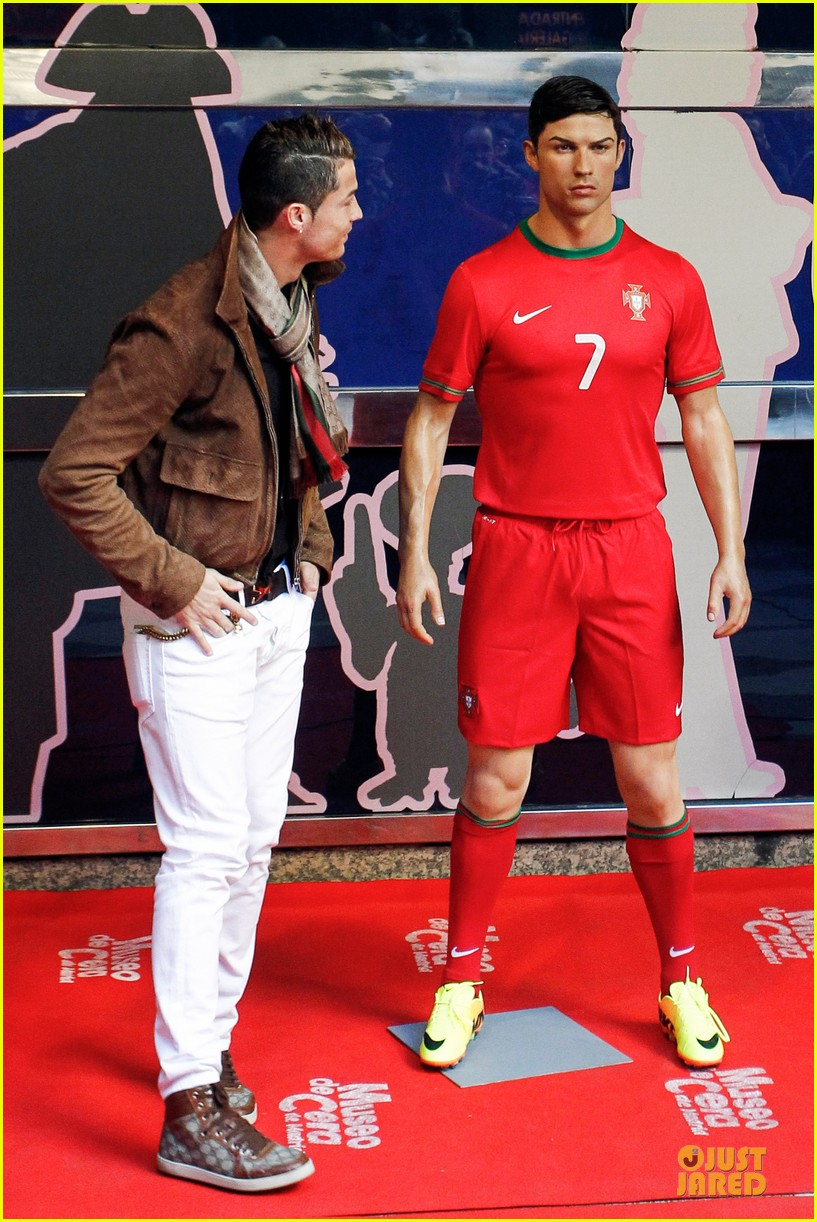 cristiano ronaldo wax figure unveiling in madrid 11