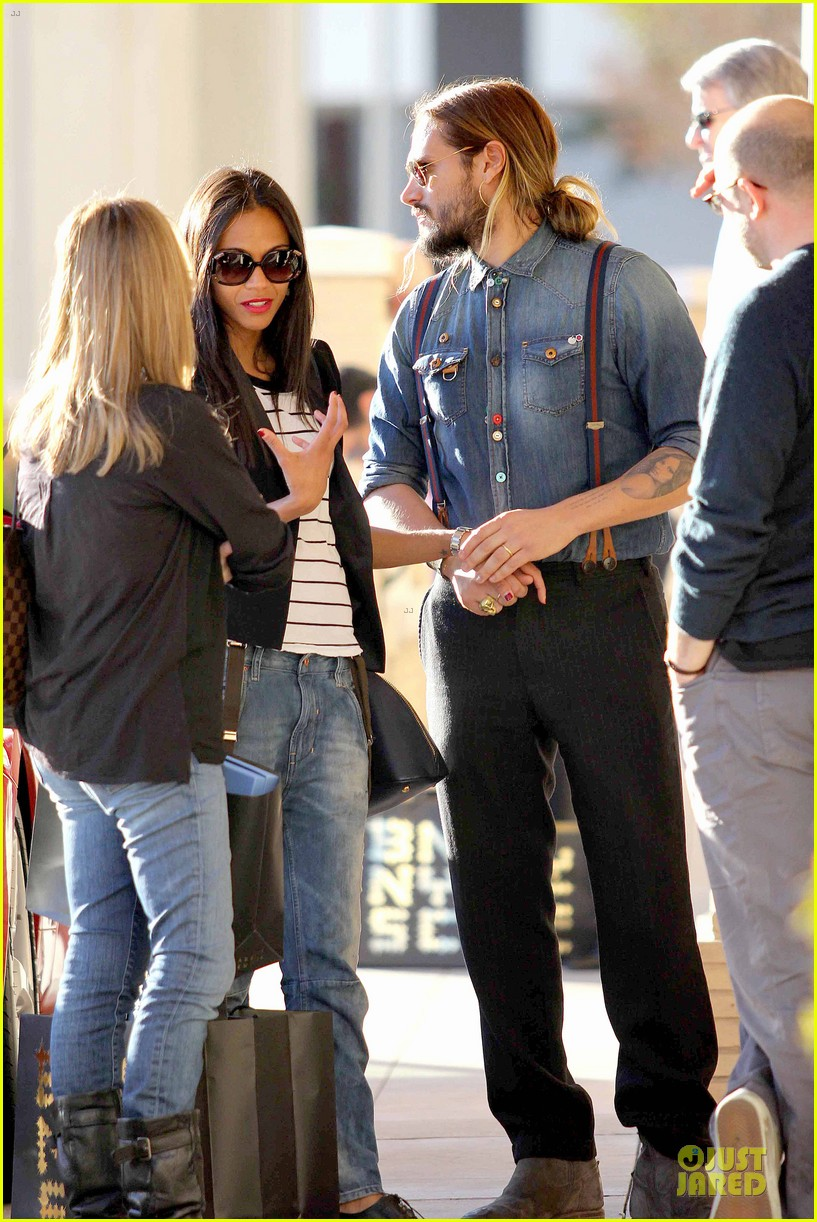 zoe saldana adoring kiss from marco perego at barneys 11