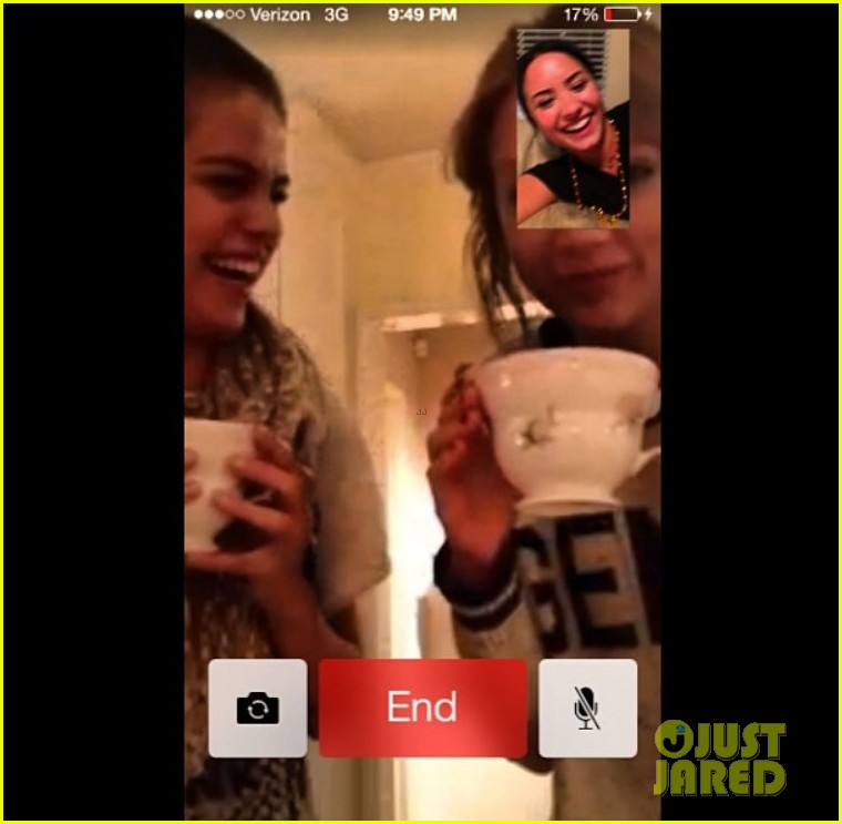 selena gomez taylor swift facetime with demi lovato 01