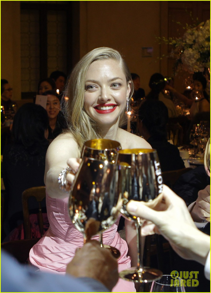 amanda seyfried cle de peau beaute events in seoul 07