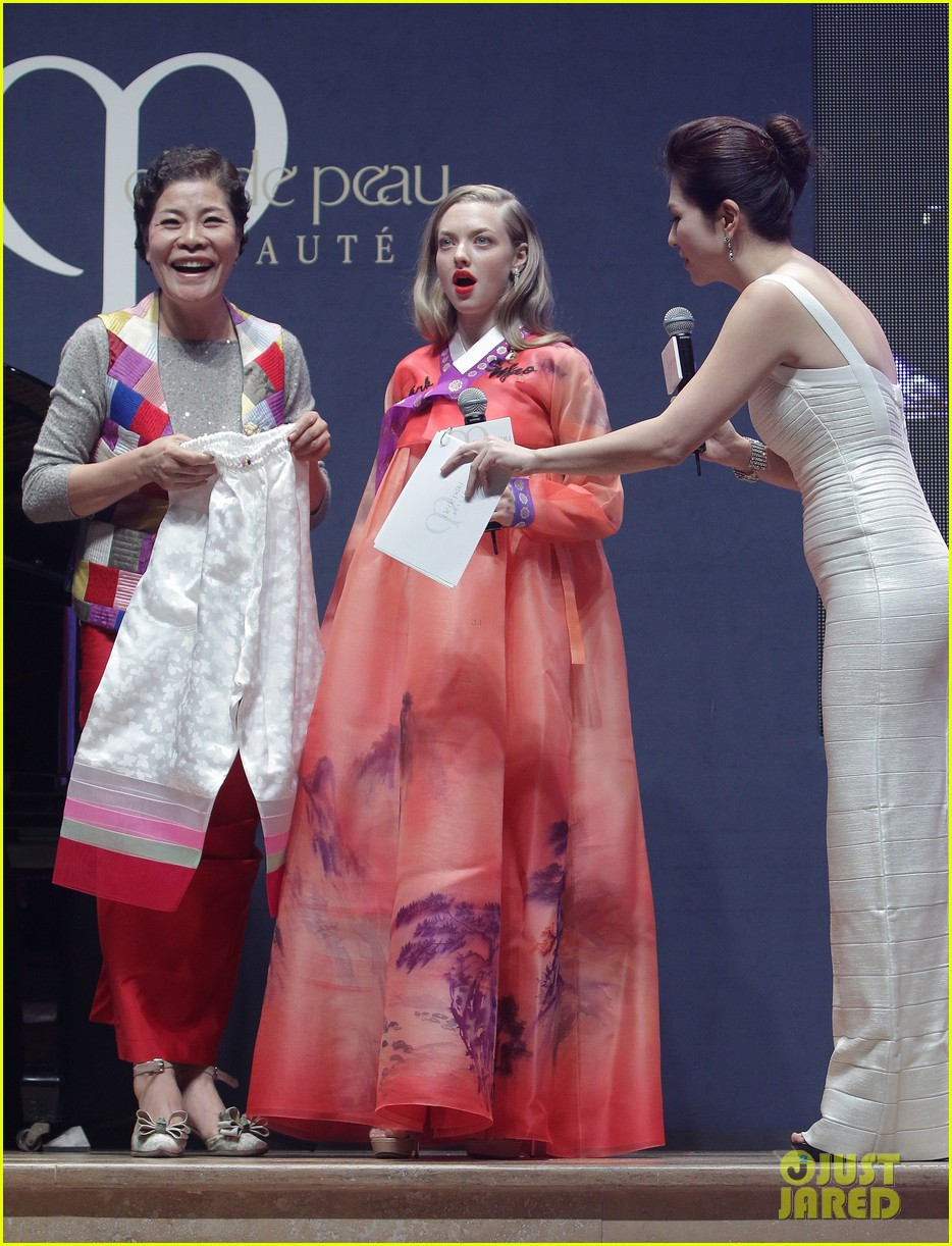 amanda seyfried cle de peau beaute events in seoul 083004979