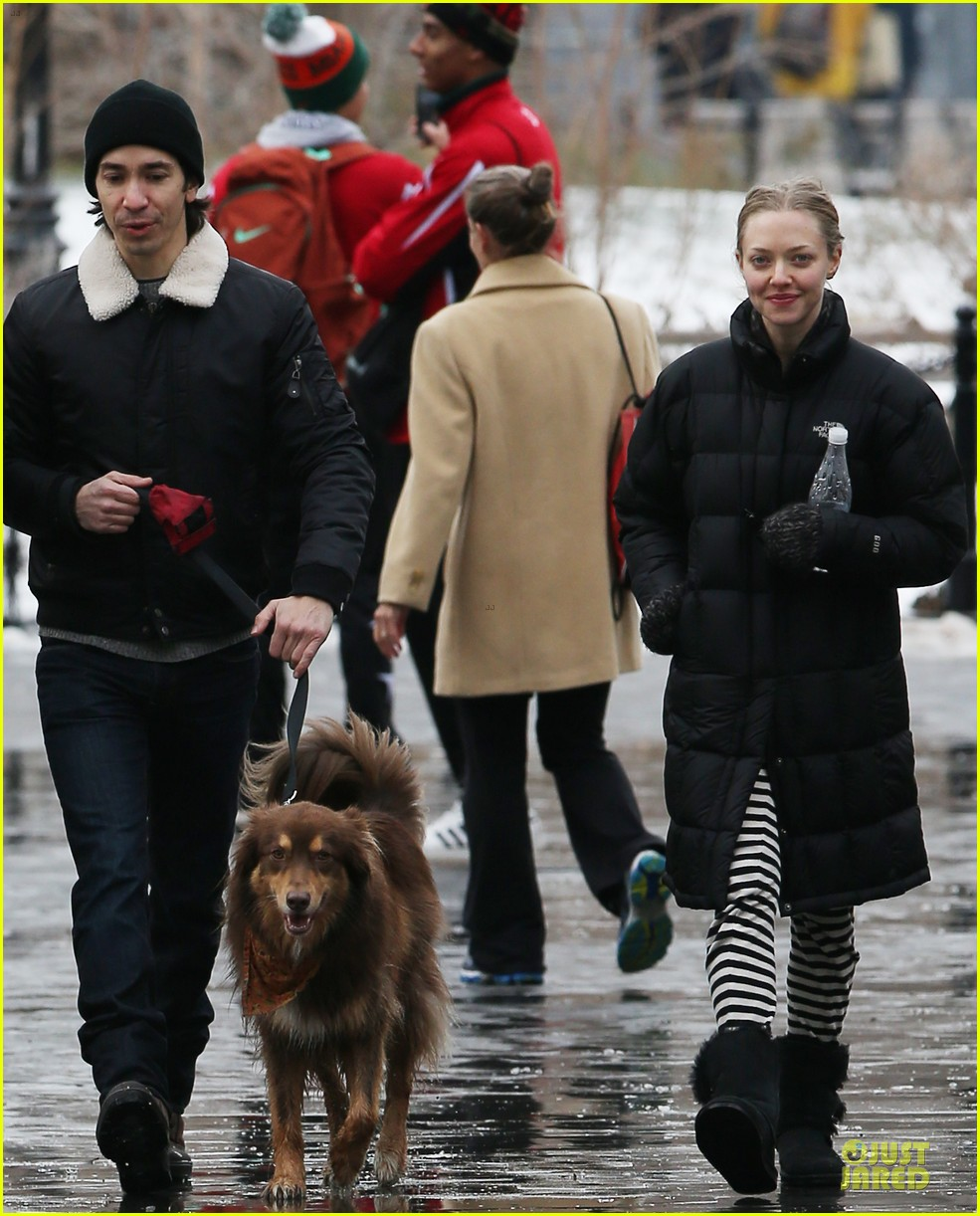 amanda seyfried wrap week with toilet paper 073015545