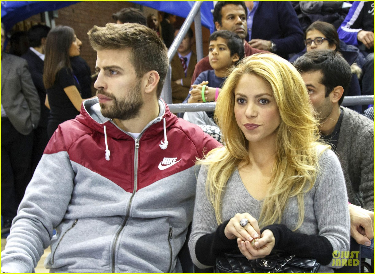 shakira courtside at barcelona basketball game 023002510