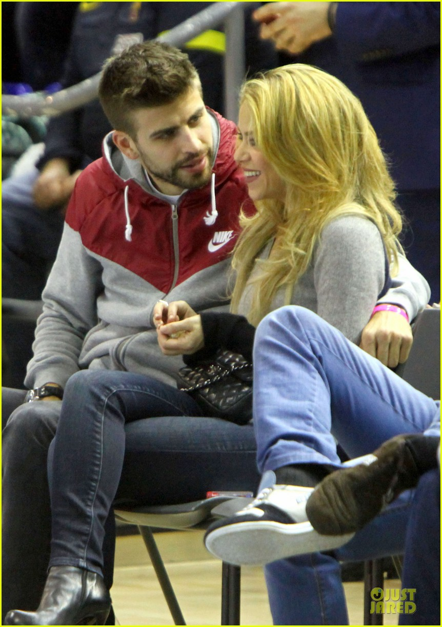 shakira courtside at barcelona basketball game 033002511