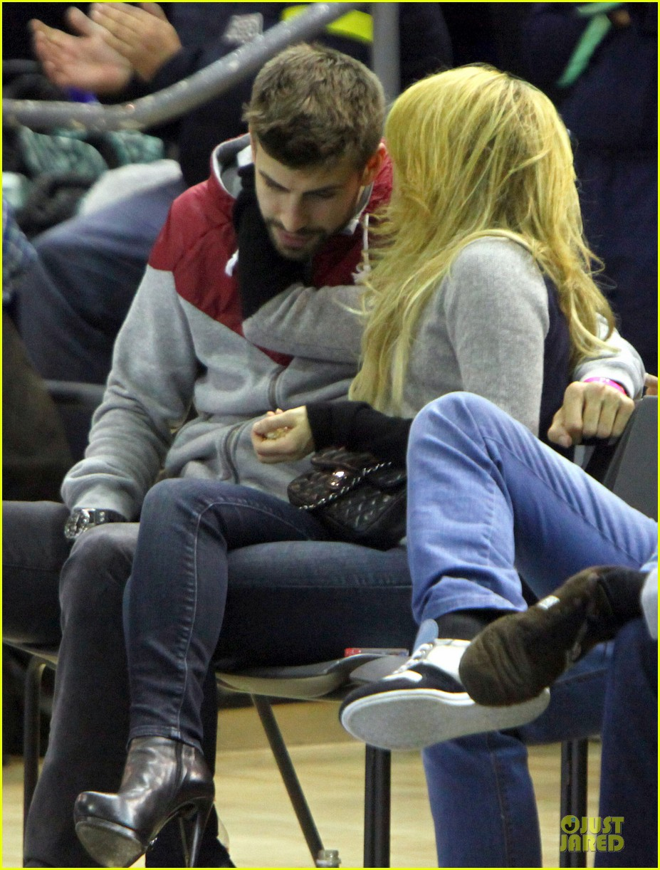 shakira courtside at barcelona basketball game 053002513