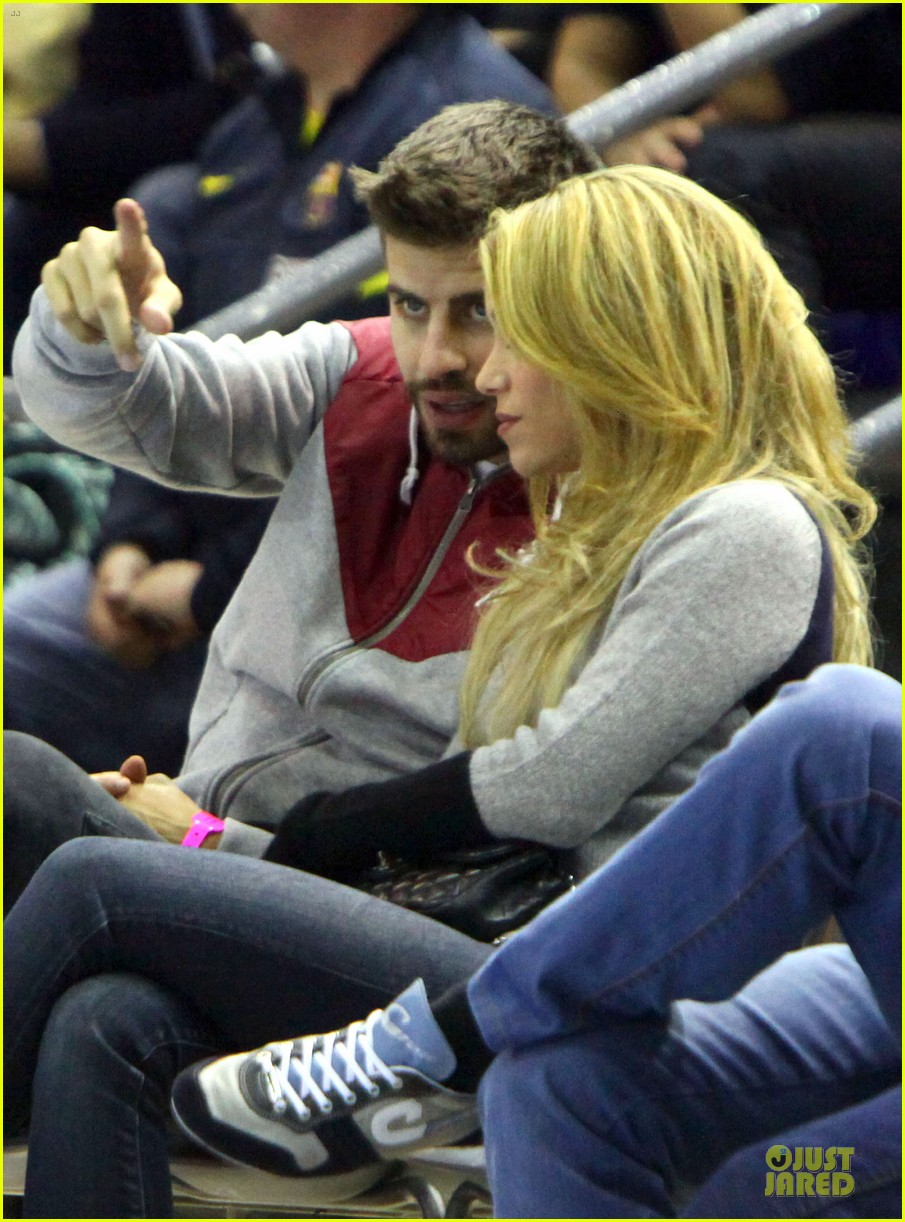 shakira courtside at barcelona basketball game 083002516