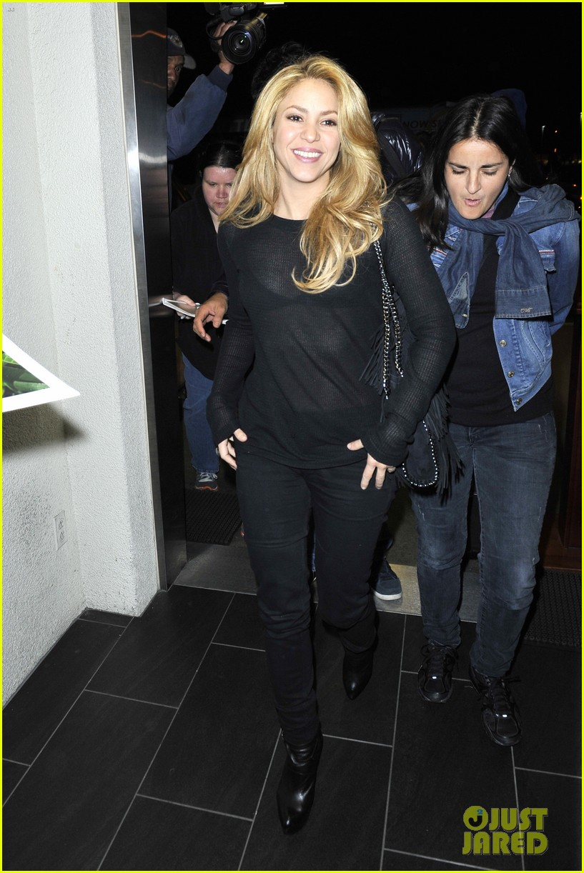 shakira lax after new single video shoot 07