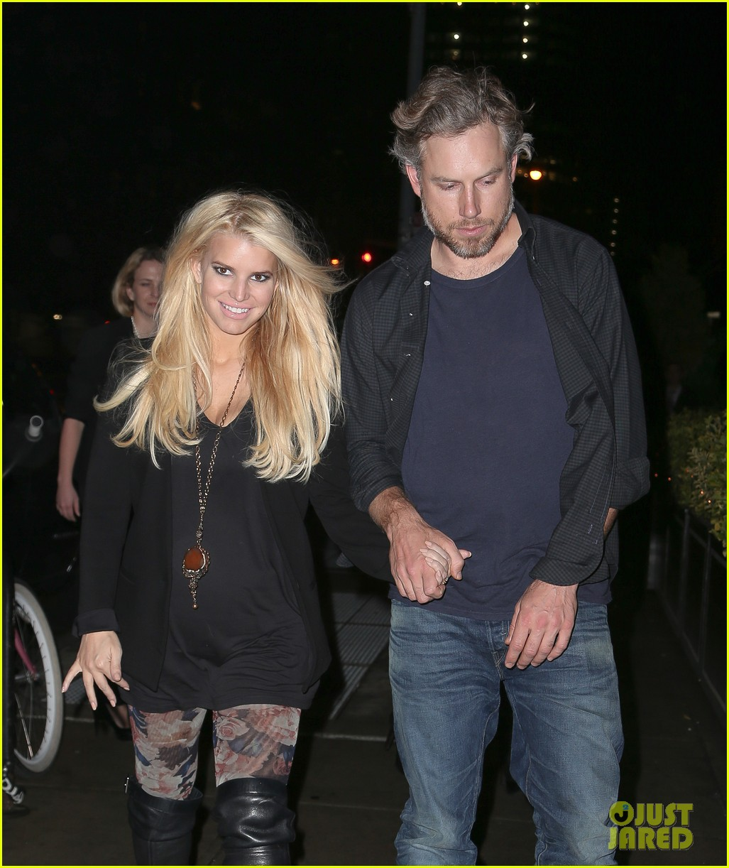 jessica simpson look at all moms as superheroes 063006076