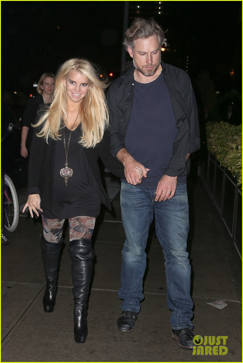 jessica simpson look at all moms as superheroes 073006077