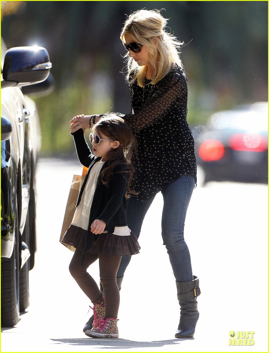 sarah michelle gellar mommy me class with charlotte 033019035