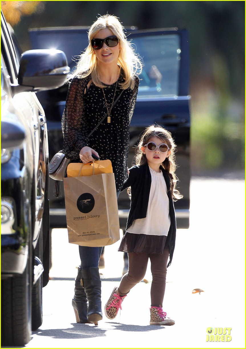 sarah michelle gellar mommy me class with charlotte 053019037