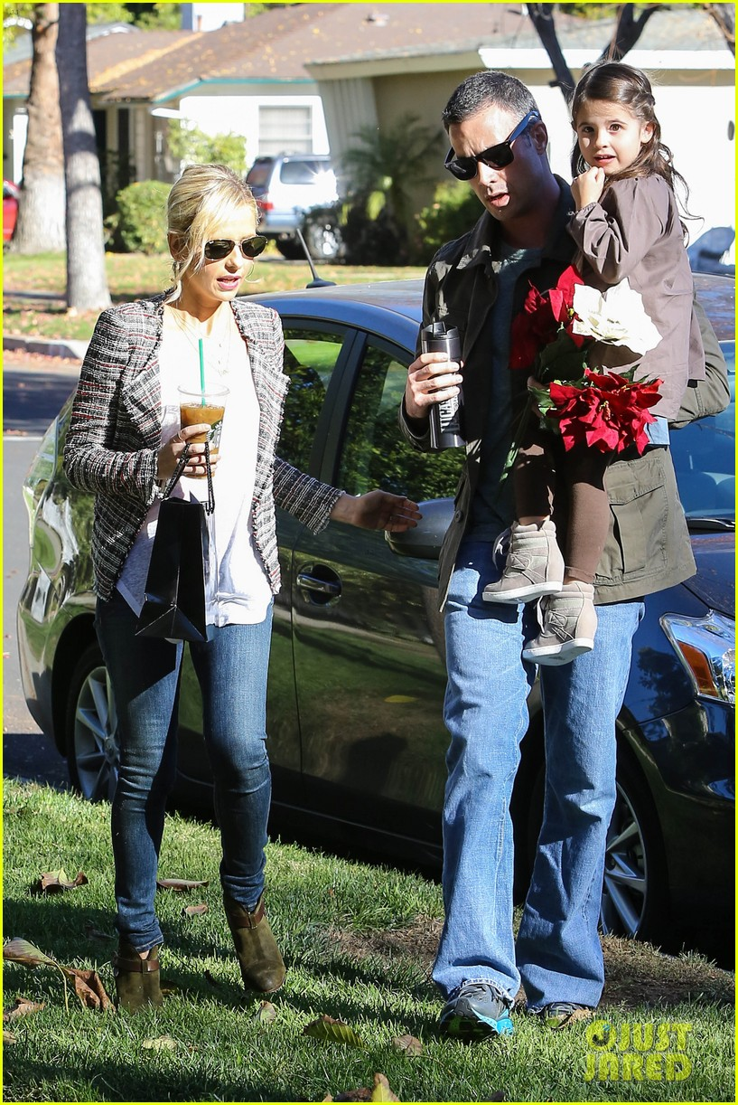 sarah michelle gellar freddie prinze jr christmas party with charlotte 083012418