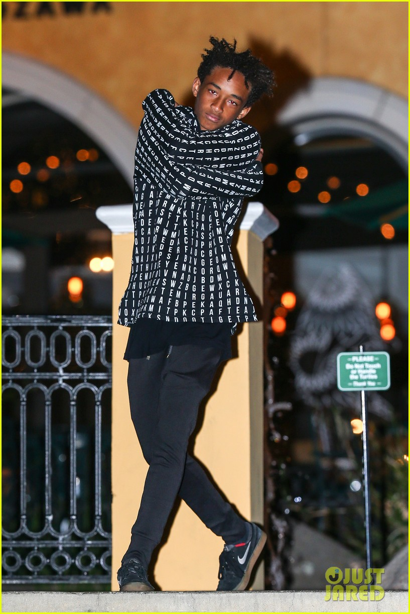 jaden smith strikes poses for cameras after hawaii trip 013005608
