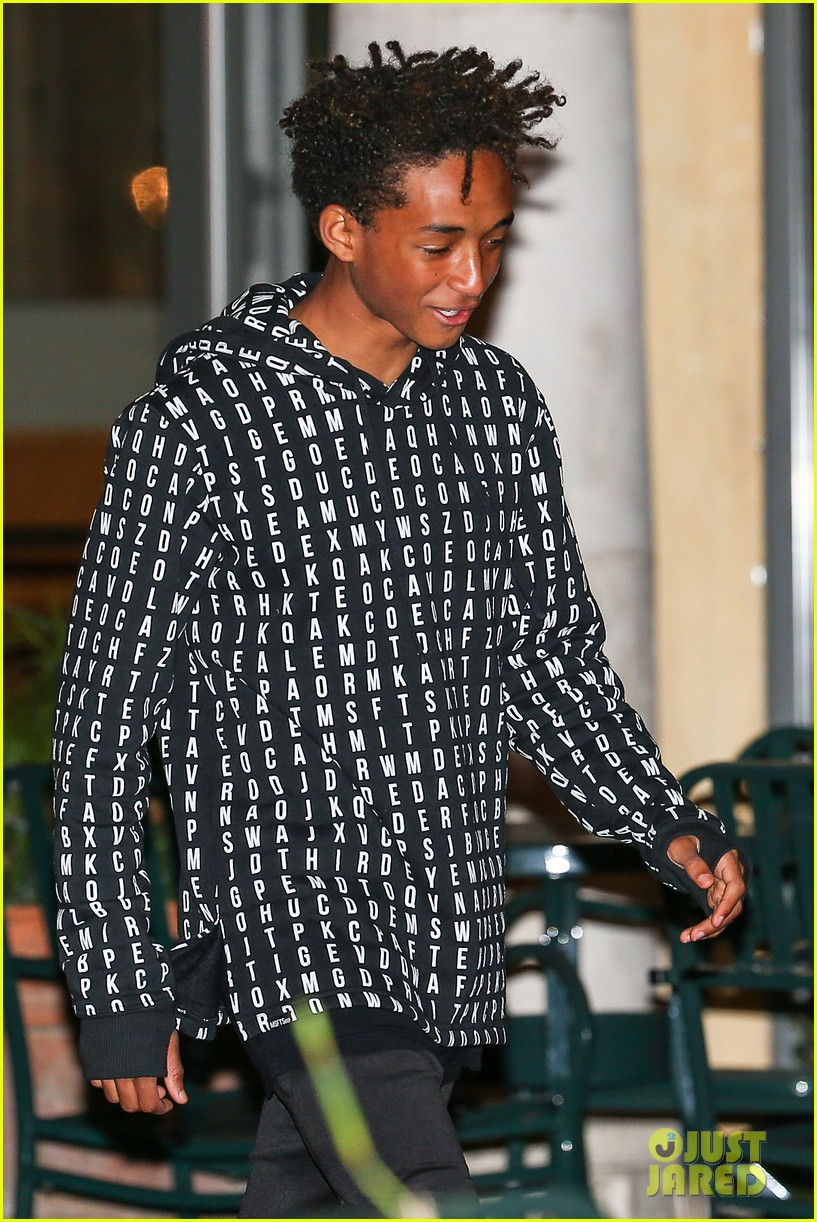 jaden smith strikes poses for cameras after hawaii trip 023005609