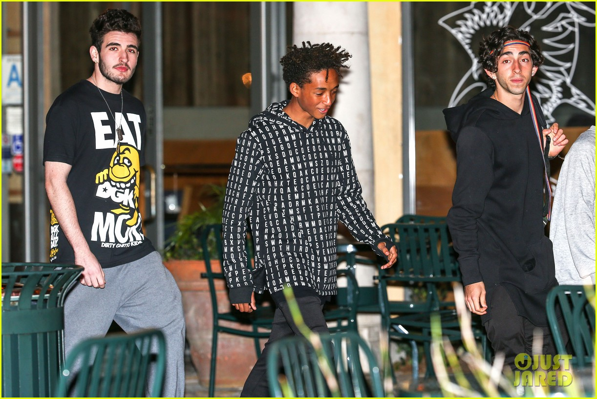 jaden smith strikes poses for cameras after hawaii trip 033005610