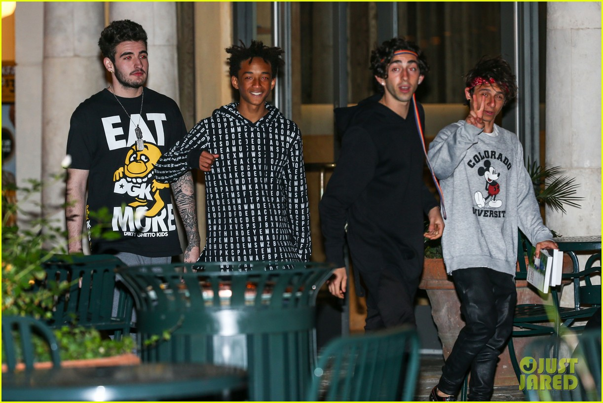 jaden smith strikes poses for cameras after hawaii trip 093005616