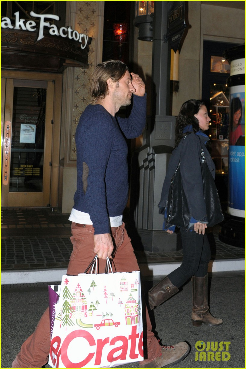 scott speedman girlfriend camille de pazzis holiday shopping 063005311