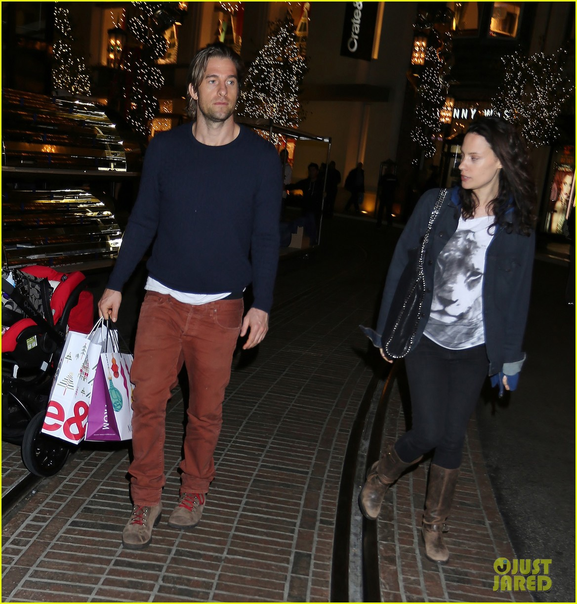 scott speedman girlfriend camille de pazzis holiday shopping 093005314