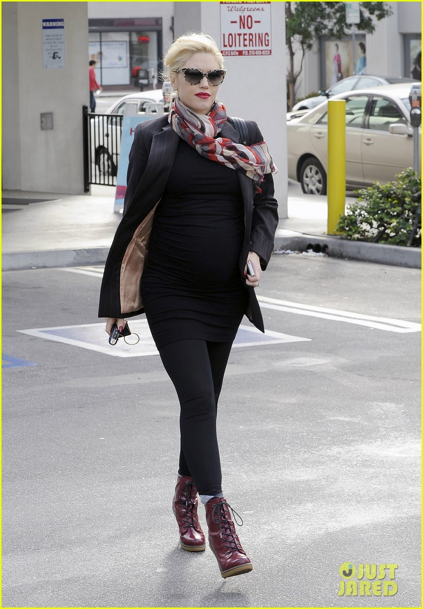 gwen stefani gavin rossdale run errands before holiday week 013015424