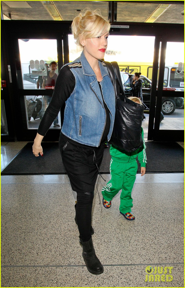 gwen stefanis sons kingston zuma wear matching green track suits 07