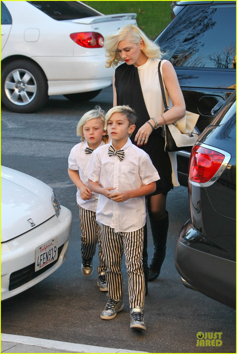 gwen stefani christmas eve mass with matching boys 043017422