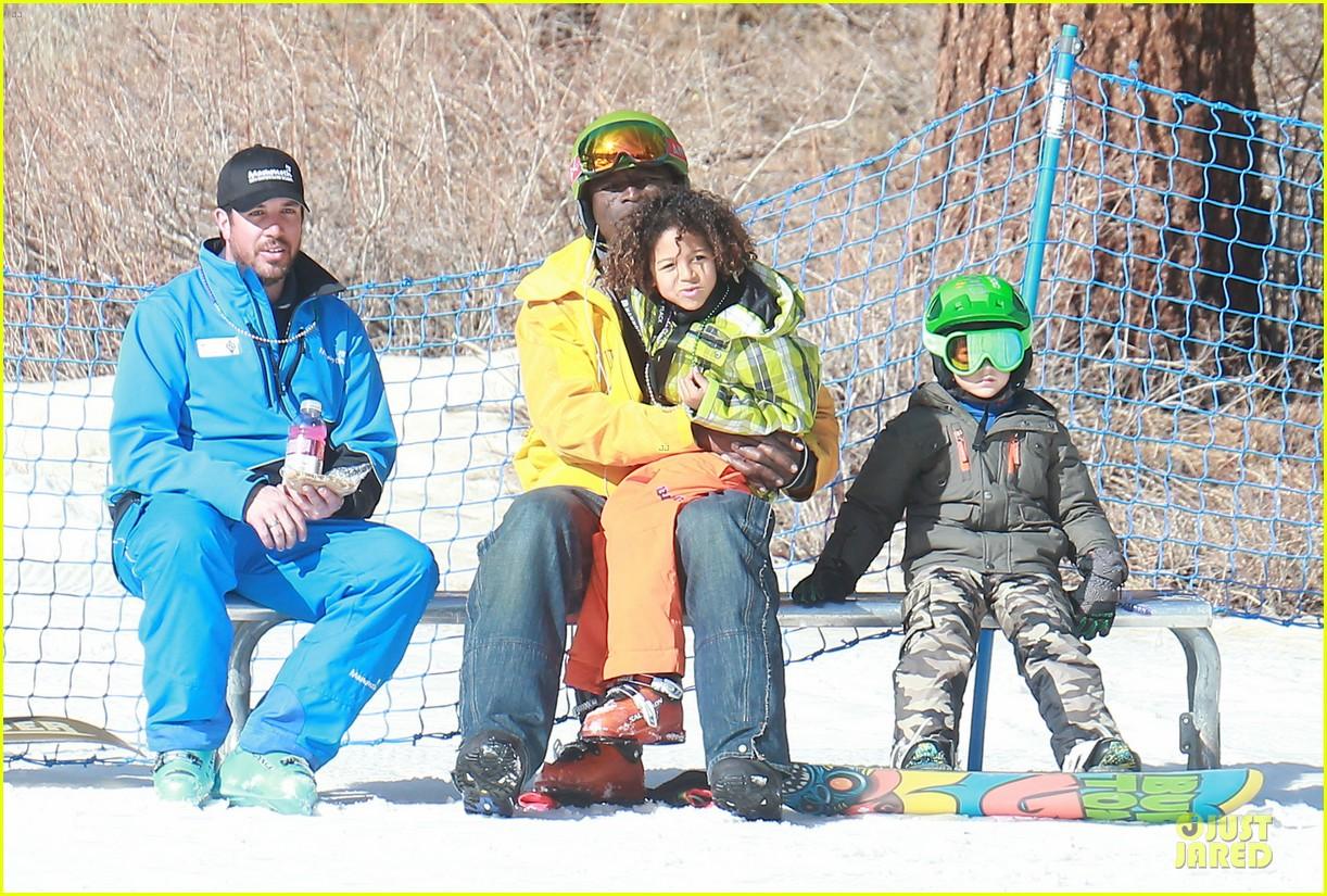 gwen stefani seal warm hug in snowy mammoth 053020117
