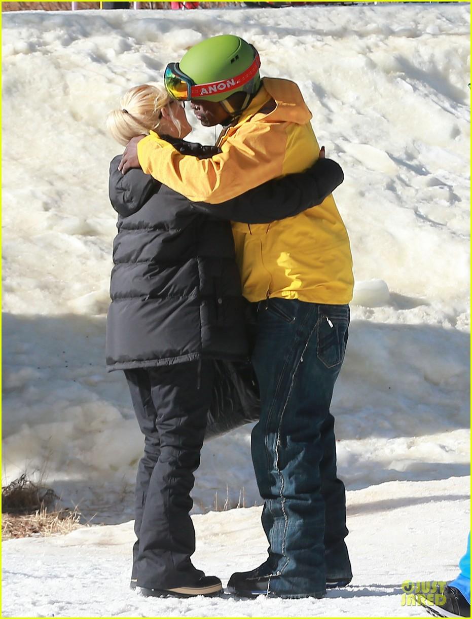 gwen stefani seal warm hug in snowy mammoth 083020120