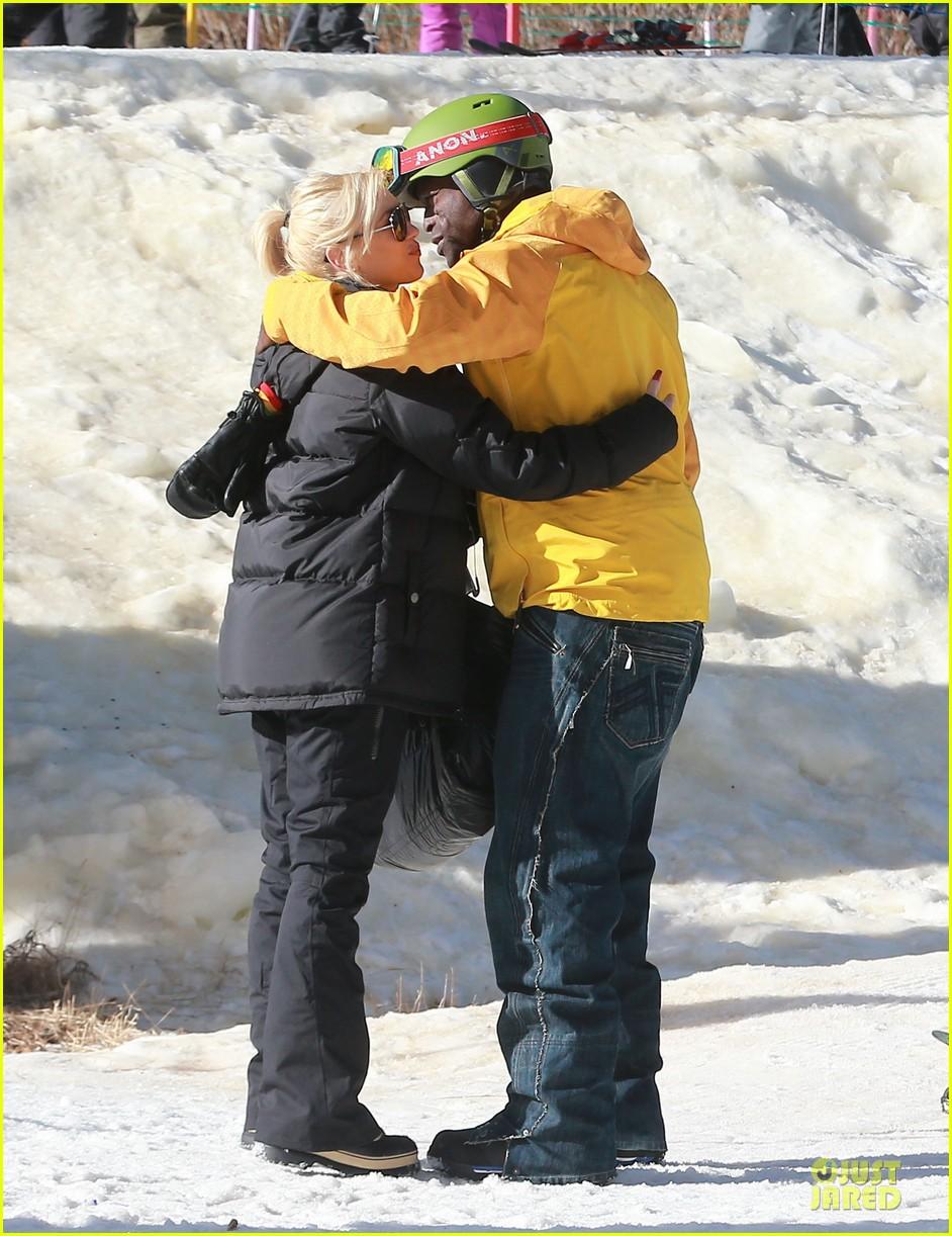 gwen stefani seal warm hug in snowy mammoth 103020122